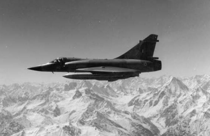 A Mirage 2000H on patrol mission during the Kargil conflict.