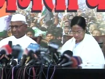 A television grab of Kisan Baburao 'Anna' Hazare and West Bengal Chief Minister Mamata Banerjee.