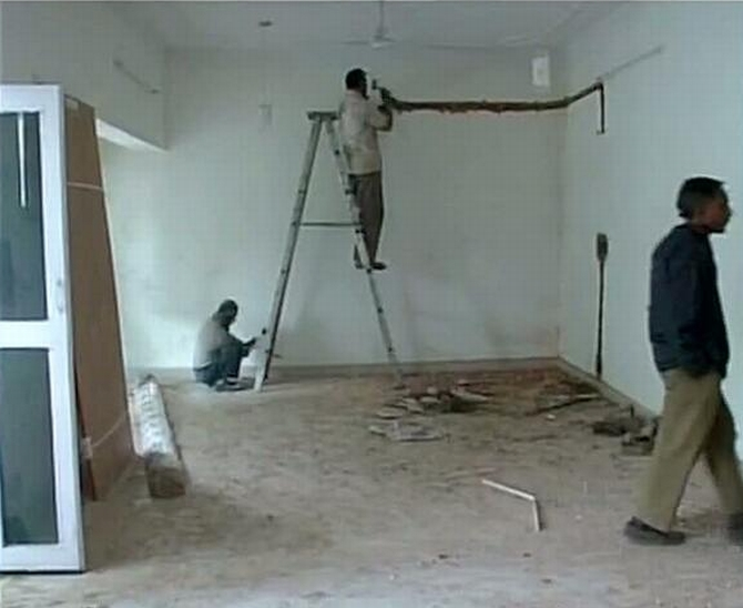 Repair work inside the five-bedreem flat