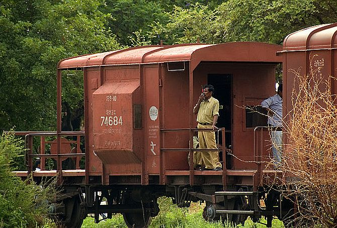 'The entire railway board is demoralised and collapsing'