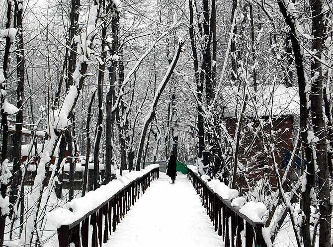 write an essay on winter in kashmir