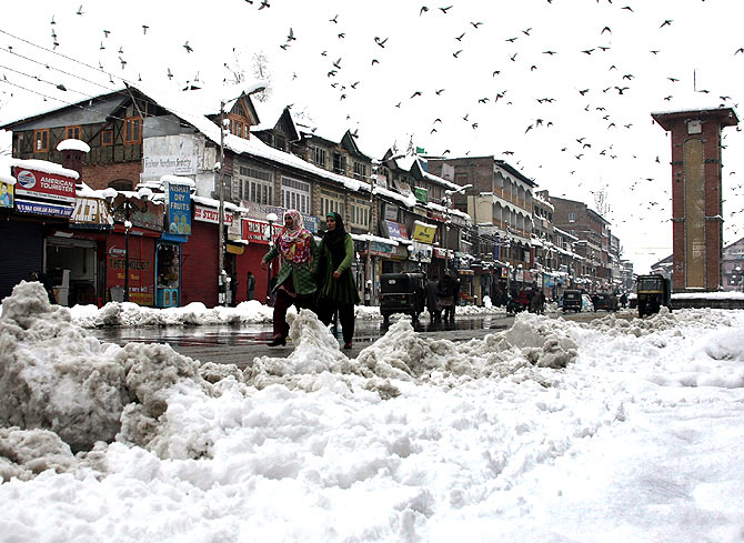 It's a picture-perfect snowy winter in Kashmir