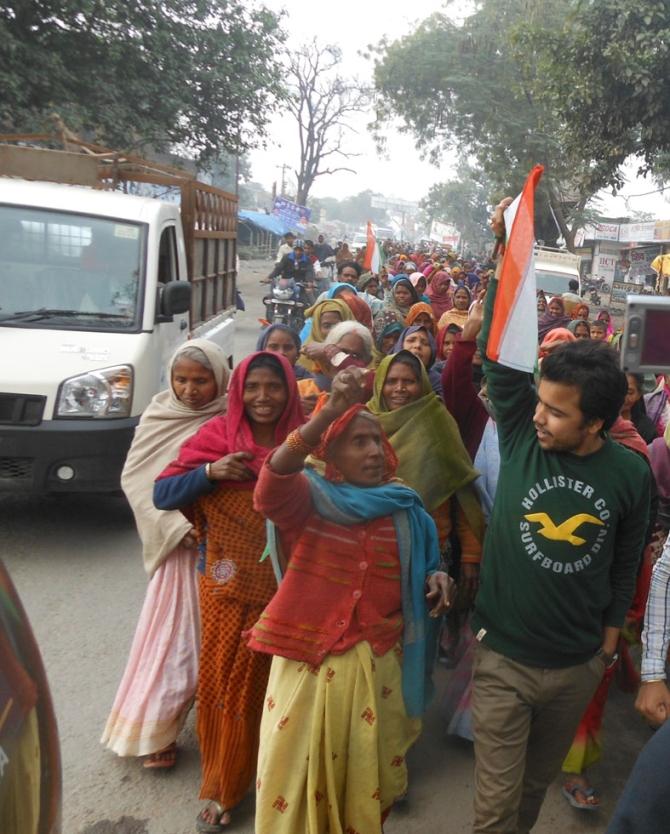 Supporters of Rahul Gandhi protest against Vishwas in Amethi