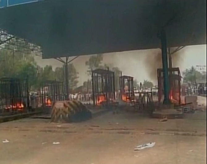 Pix: 'Shiv Sena' activists vandalise Kolhapur toll plaza, set it ablaze