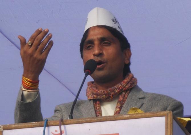 AAP's Kumar Vishwas targets Rahul: Sleeping in Dalit homes