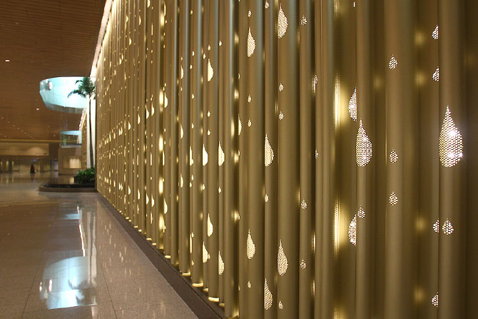 The immigration area has been tastefully done, a massive metal curtain with 1000 diyas being the main attraction.