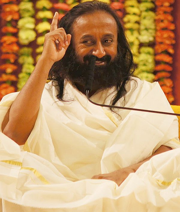 Modi a good man, don't know Rahul, AAP lacks experience: Sri Sri
