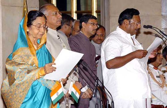 Former president Pratibha Patil administering the oath as Cabinet minister to MK Azhagiri