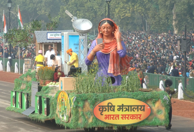 The tableau of the Ministry of Agriculture at the parade