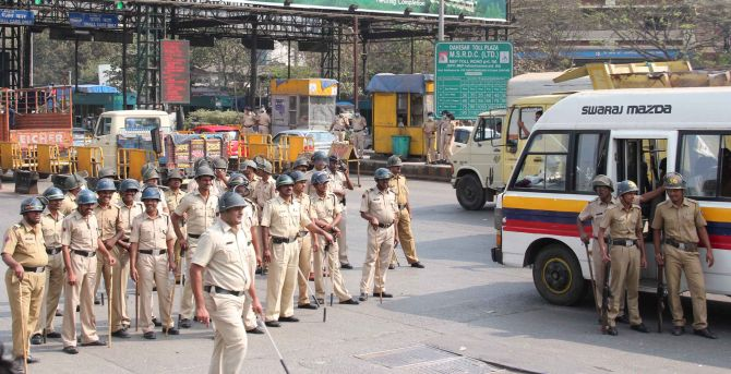 PIX: MNS workers attack toll booths at Raj Thackeray's order