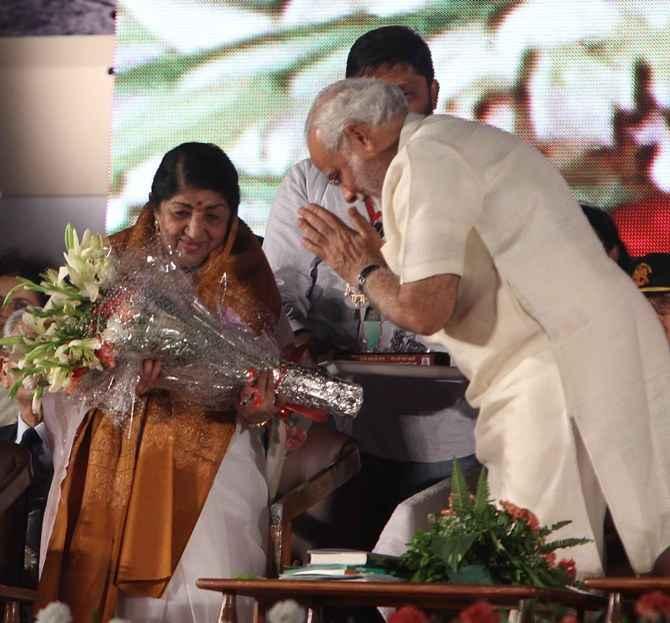 Narendra Modi felicitates Lata Mangeshkar at a function in Mumbai