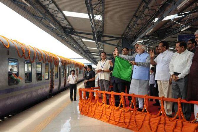 Modi flags off the inaugural Katra train