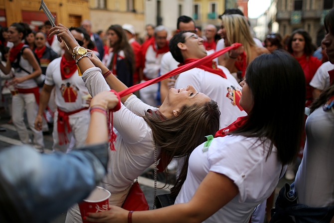 Ole! Everyone's on the run in Spain when the bulls hit the streets