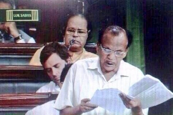 India News - Latest World & Political News - Current News Headlines in India - Siesta time! Rahul caught snoozing in Parliament