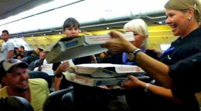 Pilot orders pizza for delayed passengers