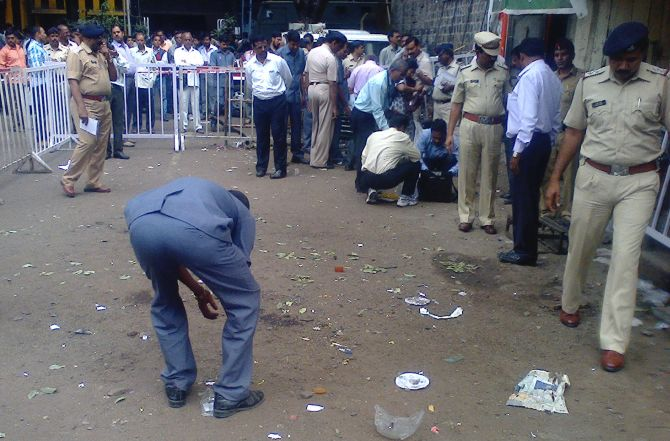 The blast injured five people and took place at Dagdusheth Halwai Ganapati temple.