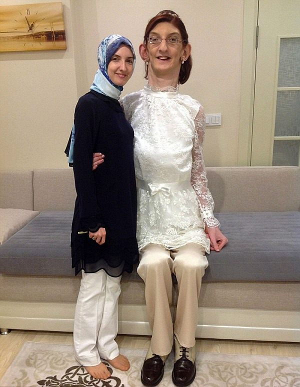 Meet Rumeysa Gelgi, world's tallest teenage girl