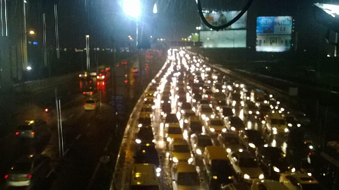 Bumper-to-bumper traffic as non-stop rain hits Mumbai