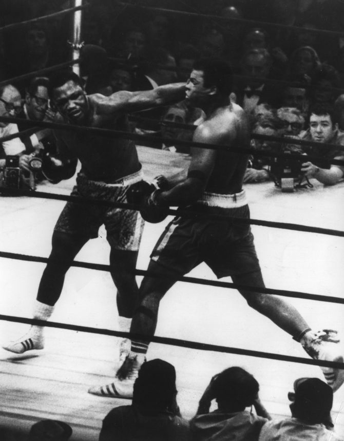 29th September 1975: The World Heavyweight title fight between Joe Frazier (left) and Muhammad Ali (1942 - ) at Madison Square Garden. Frazier won on points.