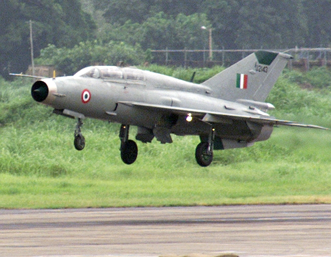 Two MiG-21 fighter aircraft were sent from the Jodhpur air base to investigate airlines