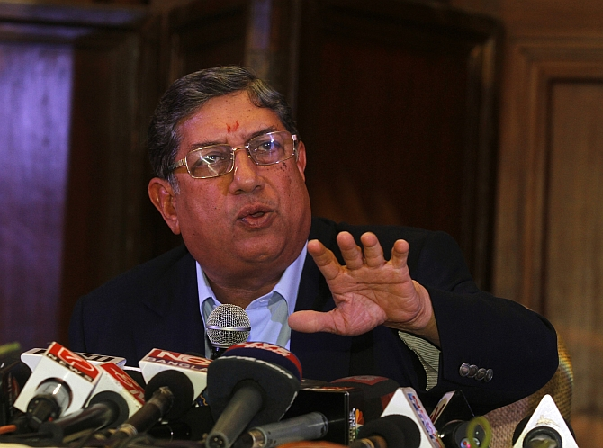 ICC chief N Srinivasan, who also heads the Tamil Nadu Cricket Association Club, has said he is ready to lift the ban on dhotis