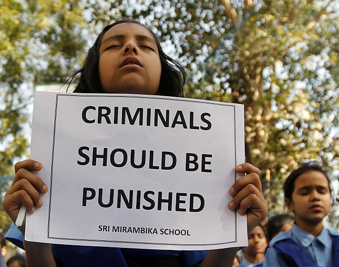 Schoolgirls pray to pay homage to a rape victim who was assaulted in New Delhi
