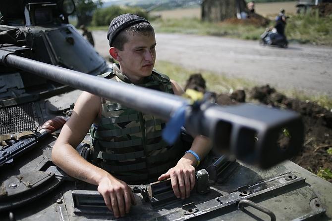 Ukraine vs pro-Russian separatist fighters