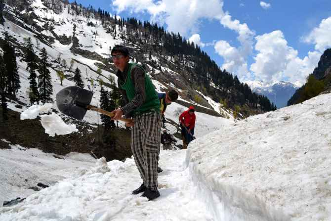 Local labourers seen clearing snow en route the Holy Amarnath cave