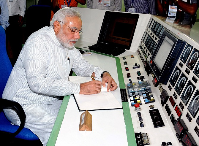 Narendra Modi signing the visitors' book during his visit at the Bhabha Atomic Research Centre
