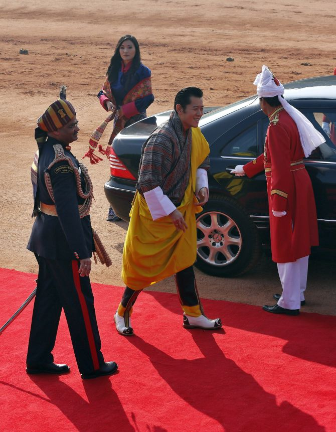 Bhutan's King Jigme Khesar Namgyel Wangchuck (2nd R) arrives with Queen Jetsun Pema (2nd L) to inspect a guard of honour during his ceremonial reception at the forecourt of India's presidential palace Rashtrapati Bhavan in New Delhi January 25, 2013