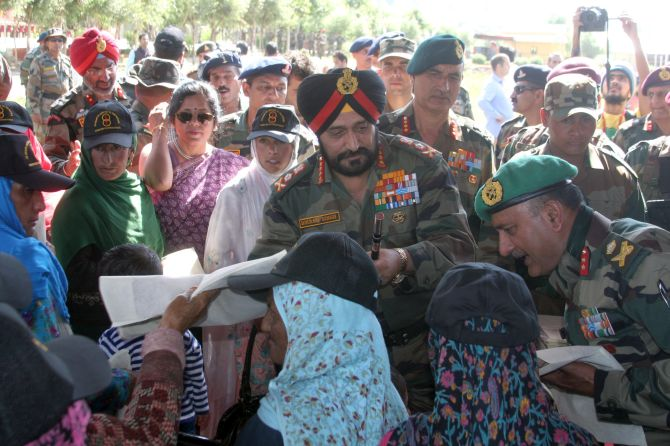 Singh meets with the family members of the martyrs of the war and pays his respects to them.