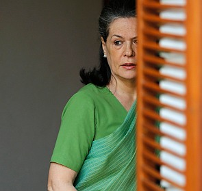 India News - Latest World & Political News - Current News Headlines in India - Red faces in Cong as Sonia turns for CPP meet alone