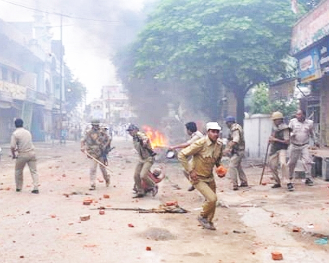 Police clash with the locals in Saharanpur