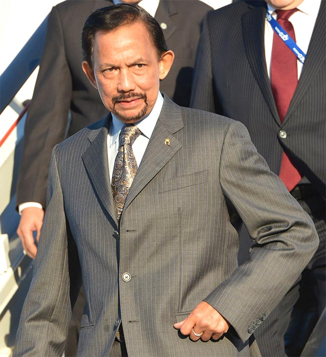 Brunei's Sultan Hassanal Bolkiah (front) leaves an airplane as he arrives a day before the G20 Summit in St. Petersburg.