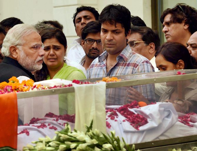 PM Narendra Modi pays homage to Gopinath Munde after his body was brought to the BJP headquarters at Akbar Road.