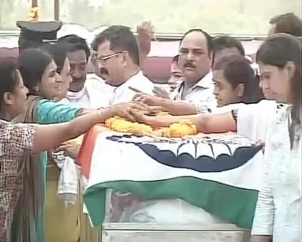 Family and friends of the late Union minister pay tribute
