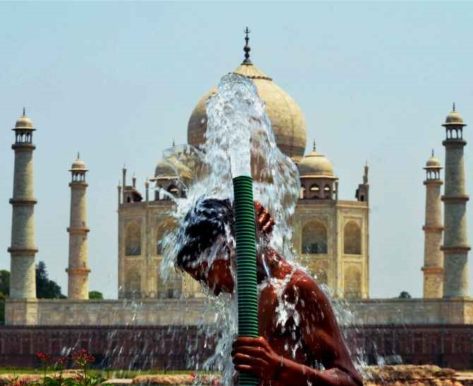 PHOTOS: No respite for North India as heat wave continues