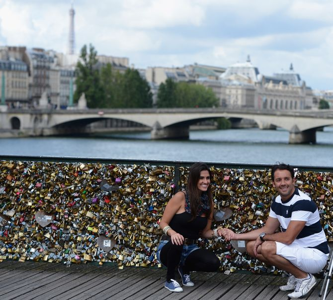 'Love locks' weigh heavy on Paris's bridge