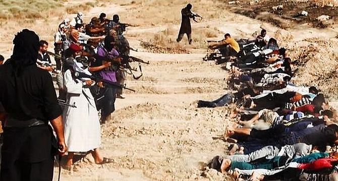 Chilling Photos Show Iraqi Militants Executing 1 700 Solrs Rediff India News