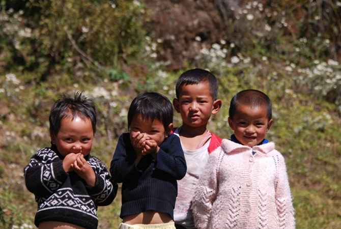 Arunachali children greet tourists en route to Tawang