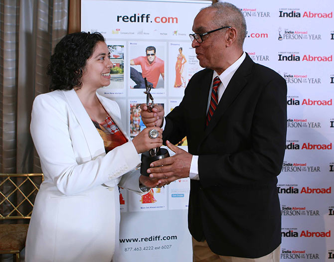Anuradha Bhagwati receiving the award from Rediff.com Founder and CEO Ajit Balakrishnan