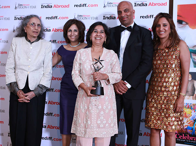 Mallika Dutt with her award