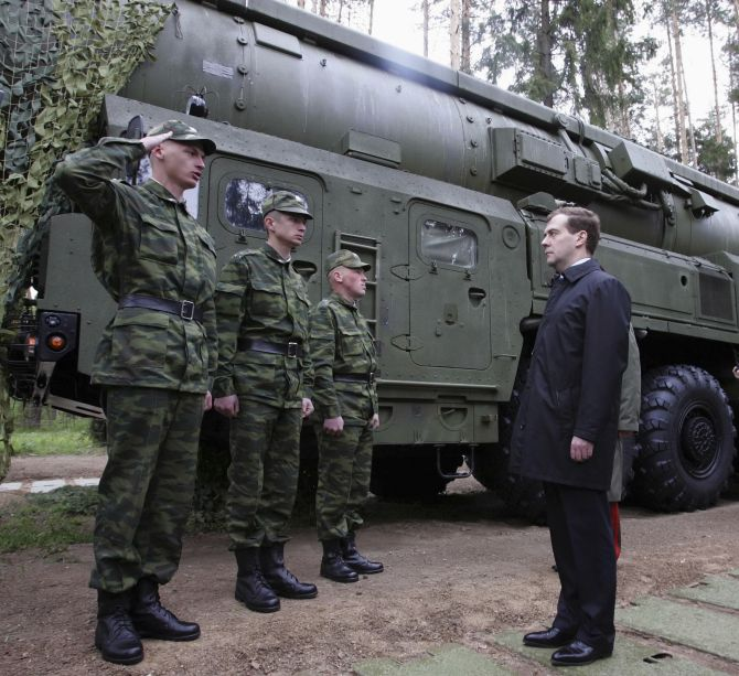 Russia's President Dmitry Medvedev (R) visits a missile base in Teikovo in the Ivanovo region, May 15, 2008