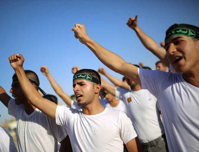 Volunteers sign up to be a part of the Iraqi military force