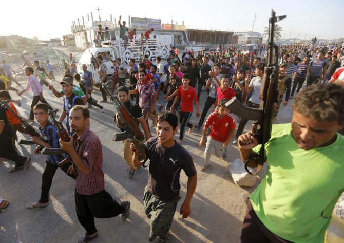 Volunteers have vowed that they will not allow the ISIS militants to enter Baghdad.