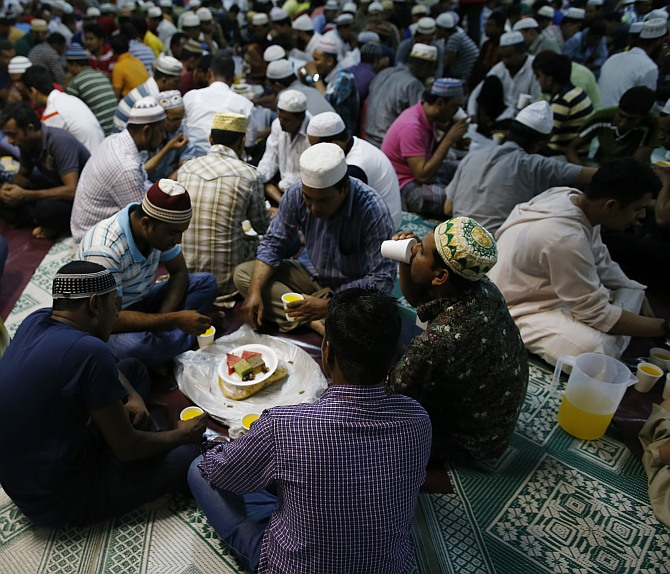Muslim world begins Ramzan fasting