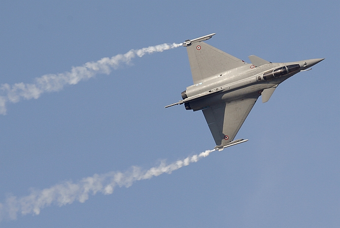 A Rafale fighter jet performs during the first day of the Dubai Airshow
