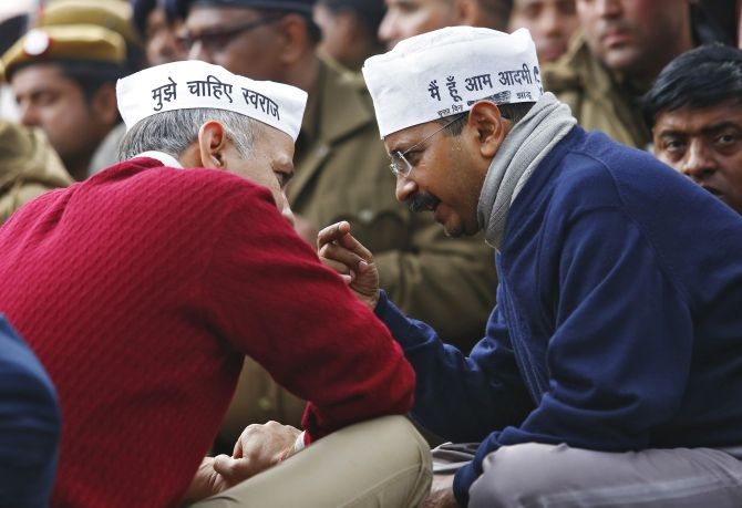 Arvind Kejriwal, leader of the Aam Aadmi Party, right, with AAP leader Manish Sisodia.
