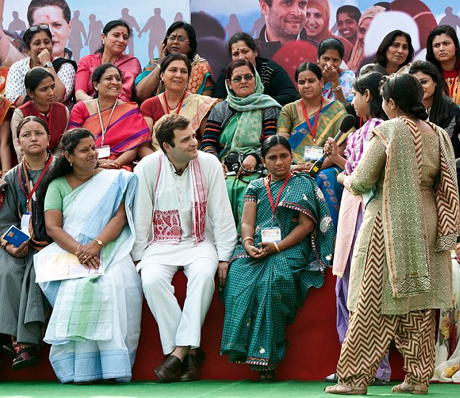 Rahul Gandhi interacting with women