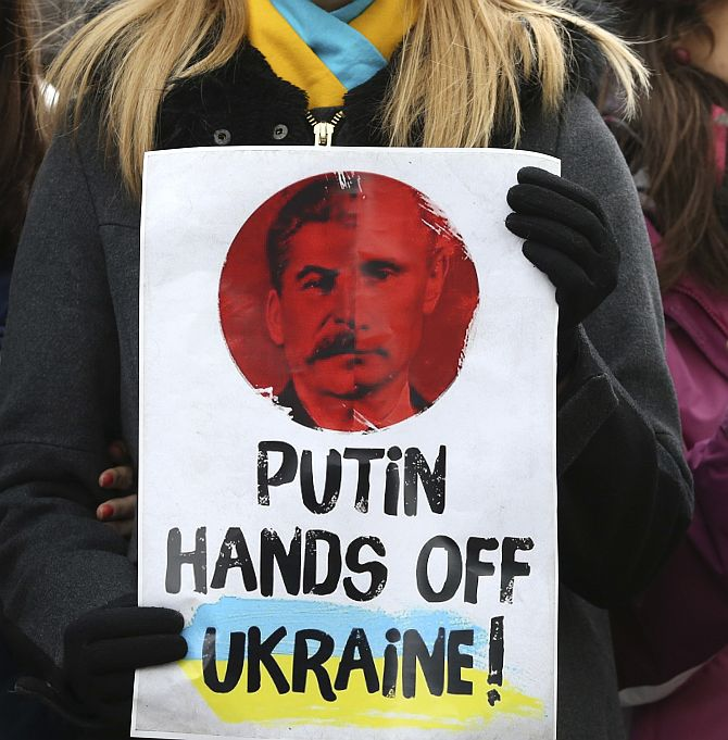 Ukraine crisis: Russia refuses to back down